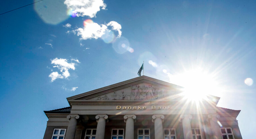 »Store dele af bogens indhold bygger på mere end 100 avisartikler, som indbragte journalisterne en fortjent Cavling-pris og uden tvivl er en af nyere dansk journalistiks største triumfer,« skriver Berlingskes gæsteanmelder Lasse Jensen.