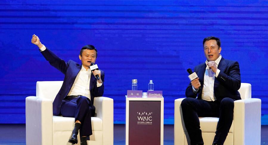 Jack Ma, administrerende dirketør i Alibaba Group Holding Executive (tv) og Elon Musk, administrerende direktør Tesla Inc (th) diskuterede i nat kunstig intelligens hos World Artificial Intelligence Conference (WAIC) i Shanghai, Kina. REUTERS/Aly Song