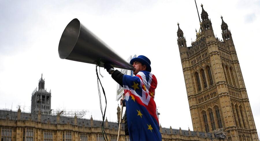 Medlemmer af det britiske Underhus mødes igen efter sommerferien for at diskutere løsninger på Brexit-situationen. Men situationen kan hurtigt blive sprængfarlig oven på de seneste dages begivenheder.