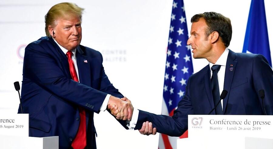 Et muligt gennembrud med Iran skete på G7-mødet, da det lykkedes for den franske præsident at overbevise Donald Trump om, at man skulle få atomaftalen tilbage på rette spor. (Photo by Bertrand GUAY / AFP)