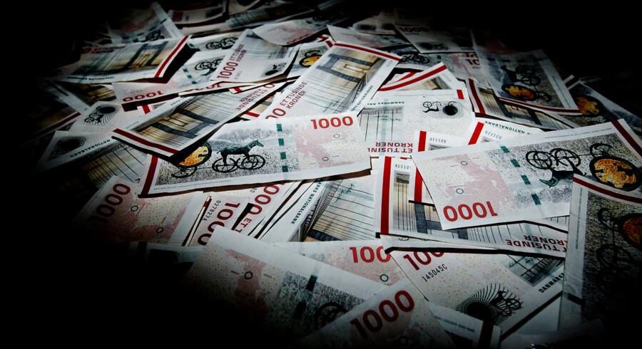 Flere privatkunder i de danske banker vil i fremtiden komme til at betale for at have penge stående i banken, vurderer analytikere.