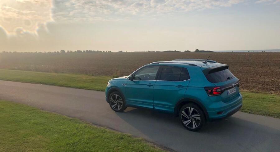 Volkswagen T-Cross er lidt forsimplet betragtet en Polo i en frisk SUV-uniform. Den kombinerer altså danskernes nye favoritformat – SUVen – med minibilens pris og størrelse.
