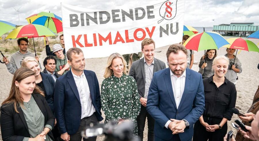 Mai Villadsen (EL), Anne Paulian (S), Morten Østergaard (R), Ida Auken (R), Jacob Mark (SF), klima-, energi- og forsyningsminister Dan Jørgensen (S) og Signe Munk (SF) fortæller om de første drøftelser om klimaloven på Amager Strandpark tirsdag 3. september 2019.