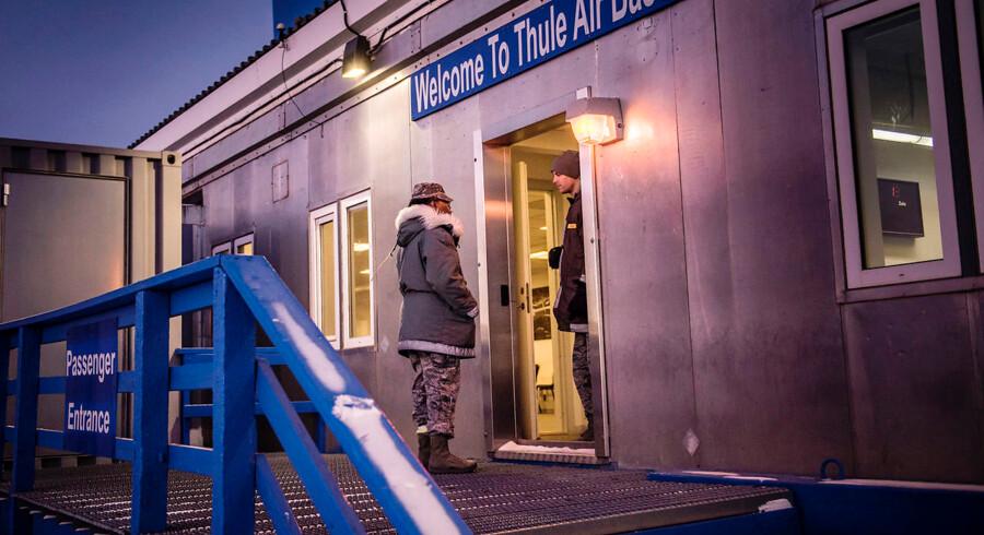 Thule Air Base, Grønland. Col Mafwa Kuvibidila, US Air Force, Commander for 821st Air Base Group på Thule Air Base.