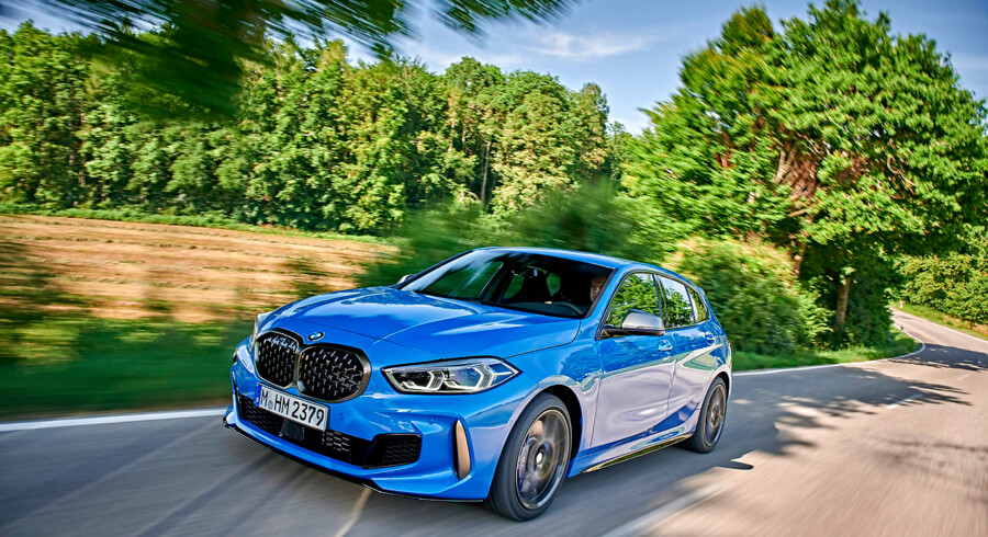 BMW M135i leverer skarpsleben køredynamik, men den savner forgængeren M140i's sekscylindrede fandenivoldskhed og glimt i øjet.
