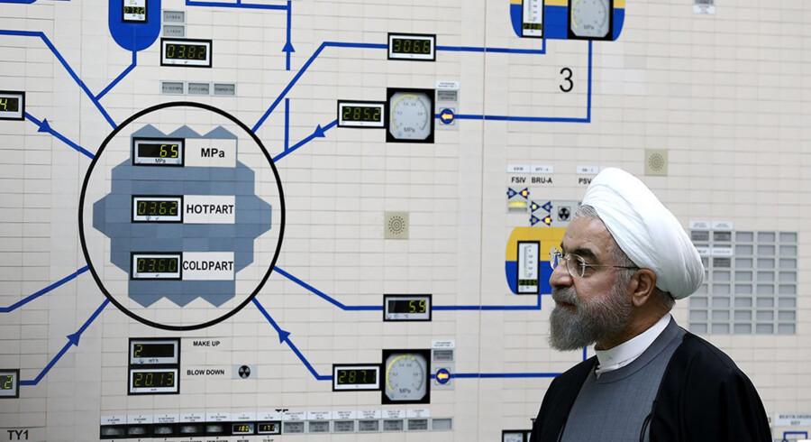 Irans præsident,  Hassan Rouhani, under et besøg op atomkraftværket i Bushehr i sidste uge. Den israelske premierminister, Benjamin Netanyahu, beskylder Iran for at have et ikke tidligere oplyst atomanlæg. Mohammad Berno/Ritzau Scanpix