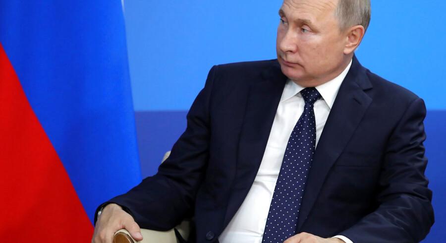 En højtstående person i Kreml med adgang til Vladimir Putin har i mere end et årti været en hemmelig en amerikansk spion.
