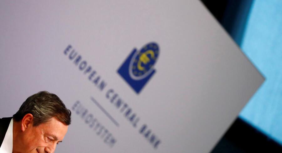 ECB-chefen Mario Draghi styrer mod en sænkning af renten på torsdagens møde. Men egentlig burde han overveje at sende renten i den anden retning.