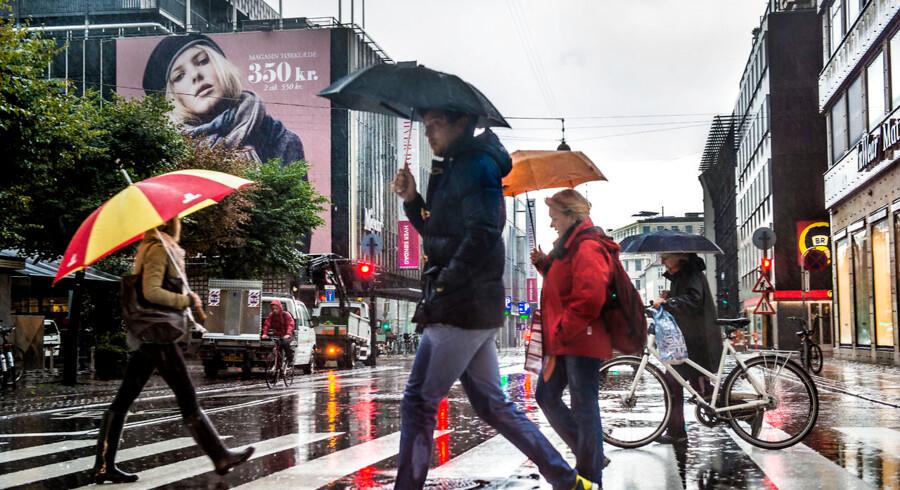 Regnvejret rammer den jyske vestkyst onsdag middag og bevæger sig vestpå. København kan se frem til vand fra oven klokken 18