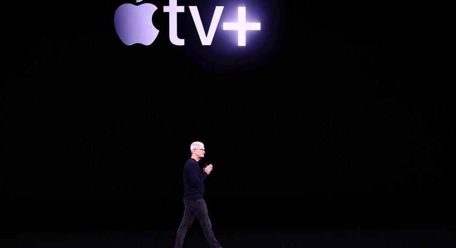 Apple TV+ er navnet på Apples kommende streamingtjeneste, som vil kunne ses på Apple-udstyr, i en internetbrowser eller på nye Samsung- og LG-smart-TV, som har fået adgang. Apple-topchef Tim Cook præsenterede tirsdag aften premieredatoen, 1. november. Foto: Josh Edelson, AFP/Ritzau Scanpix