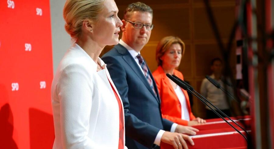 Tirsdag blev den midlertidige ledelse i det tyske socialdemokrati bestående af Manuela Schwesig (fra venstre), Thorsten Schäfer-Gümbel og Malu Dreyer ramt af nok en dårlig nyhed. Denne gang på den personlige front. Billedet er fra 1. september 2019, hvor SPD ganske vist blev størst ved delstatsvalget i Brandenburg, men fik sit dårligste valg i Sachsen nogensinde med blot 7,7 pct. af stemmerne.