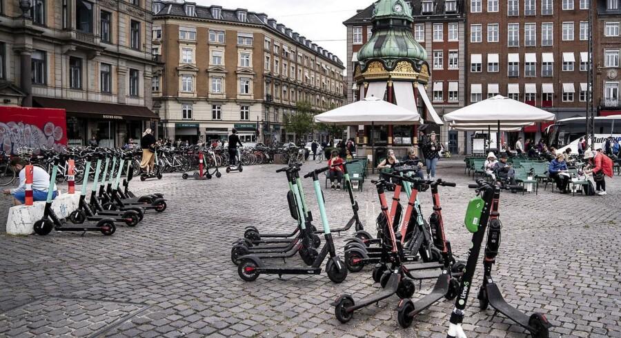 »Kapitalfondenes hærgen ses tydeligst med de mange løbehjul, der fylder fortovene op, så kørestolsbrugere og ældre ikke kan komme ud af deres opgange og boliger,« skriver Morten Kabell. Foto: Liselotte Sabroe/Ritzau Scanpix