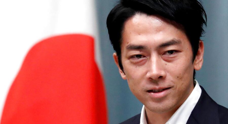 Selv om han kun er 38 år, er Japans miljøminister Shinjiro Koizumi allerede blevet spået en lovende politisk karriere. Men hans drøm om at lukke alle landets atomkraftværker vil møde modstand fra den nuværende premierminister, Shinzo Abe.
