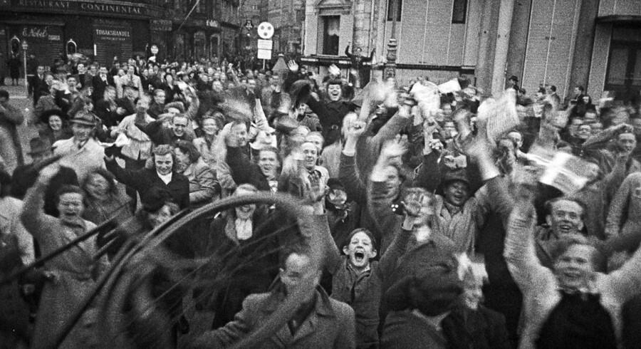 Siden befrielsen i 1945 har spørgsmålet om, hvilke borgere, der kan tildeles valgretten, primært handlet om hvornår man er gammel nok. En diskussion der ikke mindst blev affødt at det engagement, ungdommen udviste under besættelsen, der her fejres ved Kongens Nytorv.