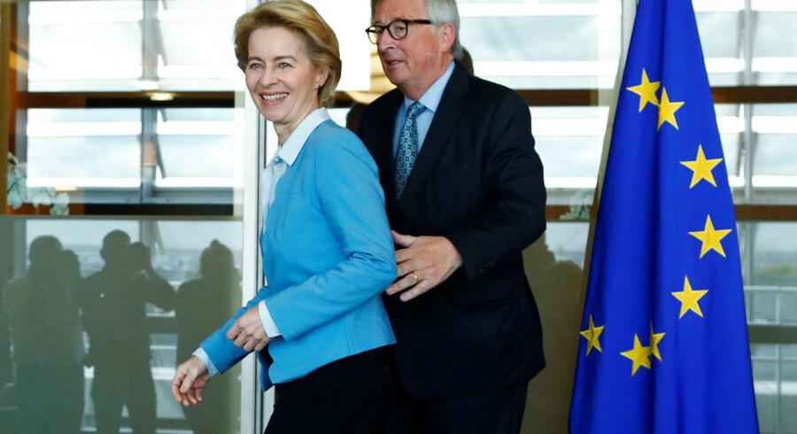 Den snart forhenværende kommissionsformand, Jean-Claude Juncker, og hans afløser, Ursula von der Leyen. I et opsigtsvækkende interview kritiserer Juncker sin tyske kollega for at have givet en ny kommissær til opdrag at »beskytte« den europæiske levevis.