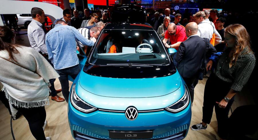 ID.3 er rummelig, digital og billig. Prisen på 279.000 kr. for en elbil med en rækkevidde på 330 km er imponerende, og bilen er tæt på garanteret en plads i rækken af Volkswagens danske superhit – fra boblen til Golf, Polo og Volkswagen Up.