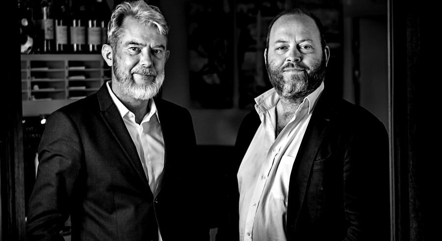 Søren Frank og Søren Jacobsen Damm tester denne uge tørsaltet bacon. Niveauet viser sig at være højt.