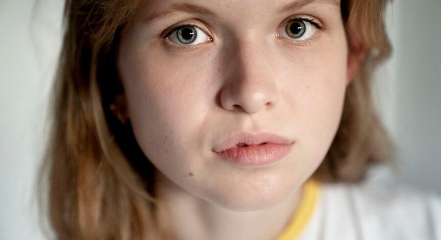 »På et tidspunkt fik jeg virkelig tør hud på knoerne, fordi jeg vaskede mine hænder så meget. Det var ubehageligt, at noget psykisk pludselig blev synligt.« Miliena Nielsen er i dag 19 år gammel og går i 3. g på et gymnasium i Hørsholm.