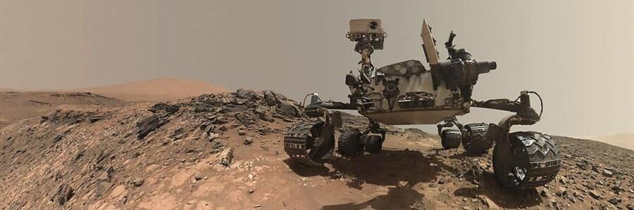 Forskerholdet bag NASAs Mars-program har ifølge rumagenturet selv løst et »kæmpe« mysterium om Mars. Den nye viden bliver præsenteret på et pressemøde i Washington mandag.