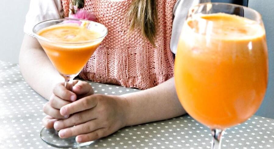 En ny højteknologisk juicepresse er selv kommet under pres, da det er kommet frem, at man med samme effekt kan presse frugten i hænderne. Arkivfoto.