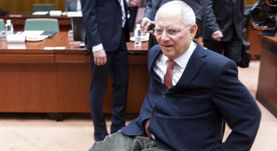 Den tyske finansminister, Wolfgang Schäuble (CDU), vil have Tysklands bilister til at betale for flygtningekrisen.