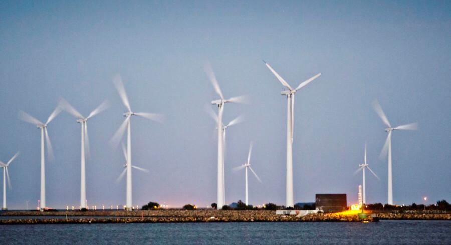 RB-plus. Fakta: To tredjedel af 3300 byrådskandidater, der har svaret en Ritzau-rundspørge, vil have vindmøller i egen kommune. Få mener, at nabokommunen egner sig bedre. Er du tilhænger af mere vindkraft i din kommune for at nå klima- og energimålet? Ja: 67 procent Nej: 25 procent Ved ikke: 8 procent.... Vindmølle koncernen Vestas har her til morgen fyret topchefen Ditlev Engel Vestas får ordre på 105 MW i Sydafrika - Se Ritzau- Arkiv- -Vestas vindmøller. Efter Obamas handlingsplan, der adresserer klimaforandringerne steg Vestasaktien onsdag med 5, 5% (Foto: Malte Kristiansen/Scanpix 2013)