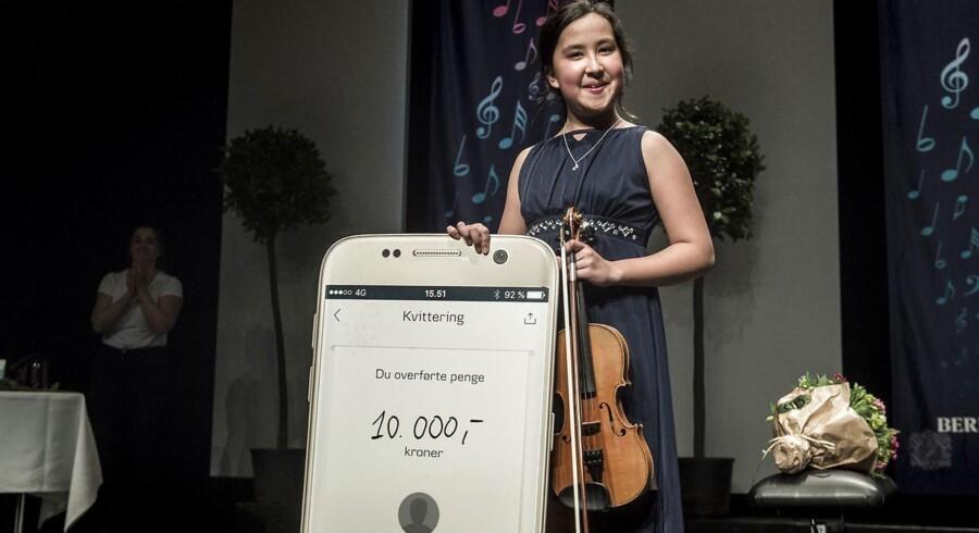 11-årige Anissa Gybel modtog tirsdag aften Talentprisen i Berlingskes Klassiske Musikkonbkurrence i Tivoli