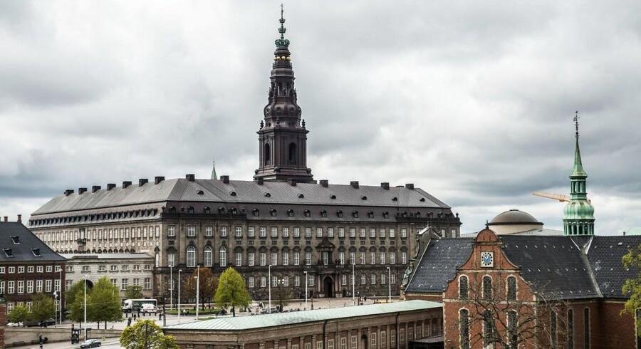 »Vi skal være stolte af væres mangfoldige debat«. Christiansborg fotograferet fra Nationalbanken.