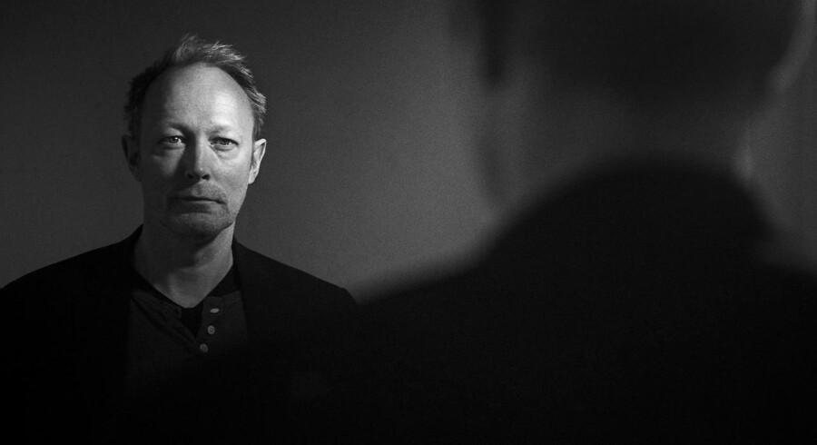 Lars Mikkelsen, dansk skuespiller som blandt andet har medvirket i Netfix-serien House of Cards, er tilbage i Danmark med filmen 'Der kommer en dag'.