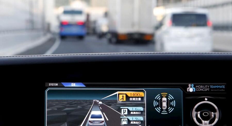 Bilen modtager hele tiden masser af oplysninger via internetforbindelsen over mobilnettet for at kunne kende trafikken og dens farer forude. Det kræver gode, hurtige og pålidelige mobilforbindelser, hvilket 5G-teknologien skal levere. Arkivfoto: Yuya Shino, Reuters/Scanpix