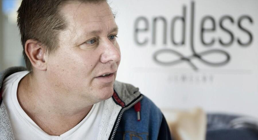 Ifølge flere kilder er Jesper Nielsen »raget uklar med de øvrige investorer«, hvorfor flere af selskabets ejere vil fratage ham posten i selskabet samt retten til at repræsentere Endless Jewelry.