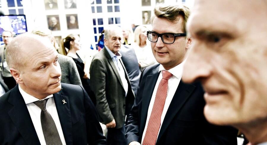 folkeafstemning2015 Christiansborg. Venstres Søren Gade (tv), Troels Lund Poulsen og Bertel Haarder (th) på Christiansborg på valgaftenen for Retsforbeholdet torsdag d. 3. december 2015. (Foto: Søren Bidstrup/Scanpix 2015)
