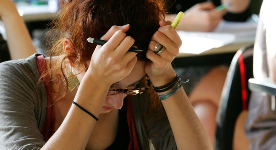 Tal fra Undervisningsministeriet viser, at mens etnisk danske elever på gymnasiale uddannelser i perioden 2013-2015 i gennemsnit fik en karakter på 7,0, var tallet 5,8 for elever af udenlandsk herkomst. Free/Www.colourbox.com
