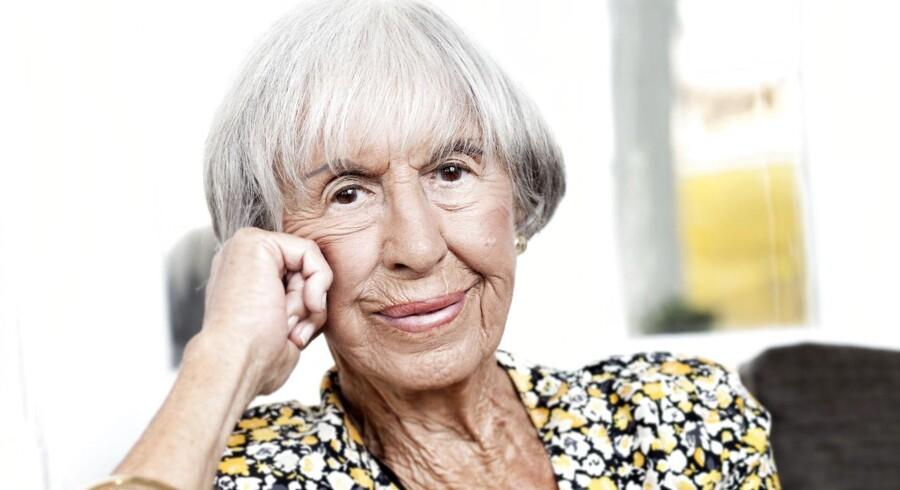 Journalist og forfatter Lise Nørgaard, der netop er fyldt 100 år, bakker sure seere op i deres kritik af DR i forbindelse med genudsendelsen af »Matador«.