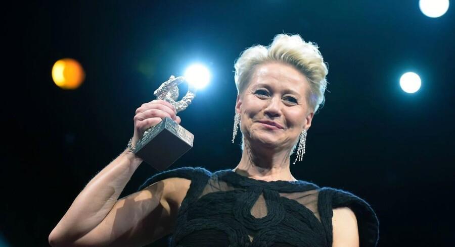 Trine Dyrholm er den mest vindende danske skuespillerinde og med sin rolle som Anna i Thomas Vinterbergs »Kollektivet« er hun den eneste kvindelige dansker, der har opnået denne ærefulde pris Sølvbjørnen ved Berlinalen.