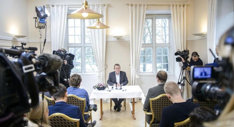 »Vi danskere er generøse. Vi vil gerne hjælpe,« lød det fra statsminister Lars Løkke Rasmussen under hans nytårstale. Gode liberale værdier, bifalder en større gruppe fra hans bagland, som imidlertid gerne vil se de fine ord mere udmøntet i praksis. »Som politisk engagerede mennesker med et grundfæstet liberalt værdisæt, vil vi opfordre regeringen til at skifte fokus,« skriver de i onsdagens Opinion.