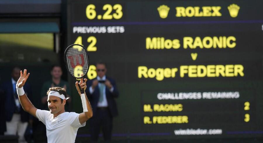 Roger Federer var urørlig, og schweizeren er semifinaleklar i Wimbledon efter sejr over Milos Raonic.