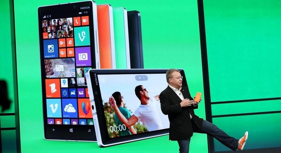 Nokia solgte i 2014 hele sin mobilproduktion af Lumia-telefoner - også daværende topchef Stephen Elop (forrest) - til Microsoft. Nu vil finnerne gerne tilbage med egne mobiltelefoner. Arkivfoto: Justin Sullivan, Getty Images/AFP/Scanpix