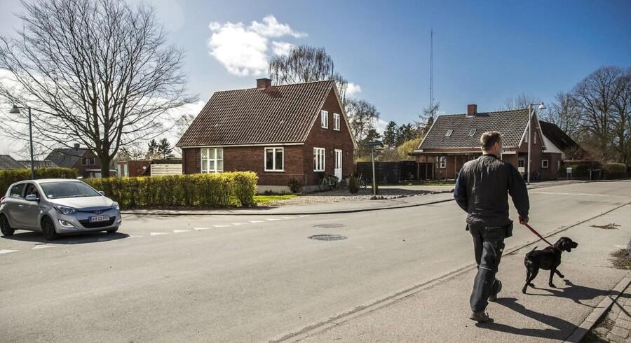 Reportage fra Kundby. (Arkiv) Huset hvor pigen boede og var i gang med at lave bomber.