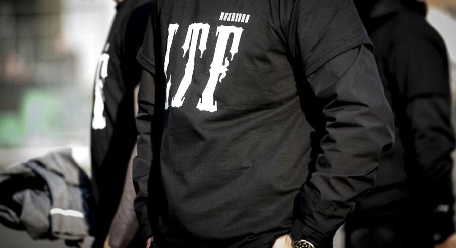 (ARKIV) Loyal To Familia-medlem foran Københavns Byret 27. september 2017. Bandelederen Shuaib Khan undgår udvisning fra Danmark, efter Østre Landsret stadfæster en afgørelse om betinget udvisning i sag om trusler mod en politibetjent. Det skriver Ritzau, mandag den 5. marts 2018..