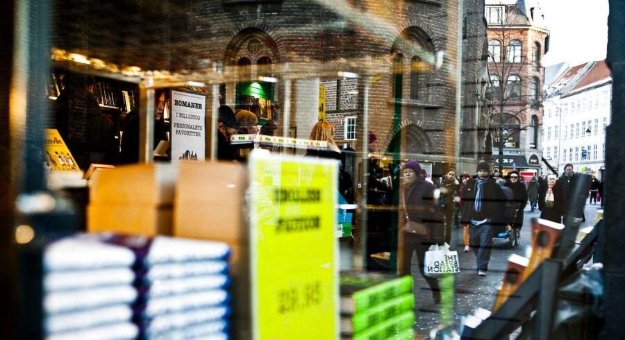 Mange danskere drømmer om at udgive rigtige bøger og sælge dem i rigtige boghandlere. Og forlaget mellemgaard vil gerne hjælpe. Men er det det rigtige sted? Foto fra Arnold Busck i Købmagergade: Asger Ladefoged