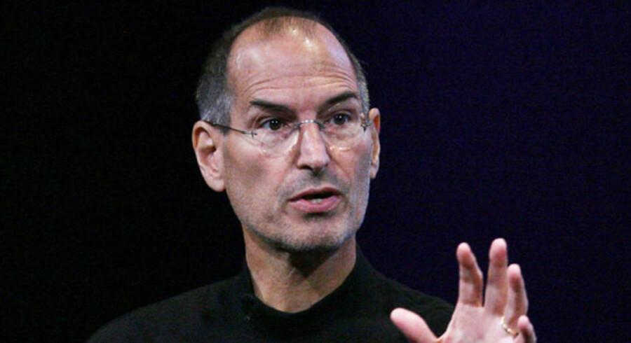 Applestifter Steve Jobs har ingen grund til at se så alvorlig ud. Han selskab kunne købe Dell, og stadig have penge tilbage på kistebunden.