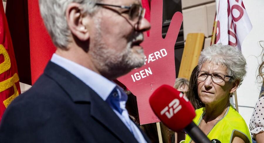 Dennis Kristensen bliver interviewet foran Forligsinstitutionen. Forhandlere på det statslige, kommunale, og regionale område mødes til forhandlinger i Forligsinstitutionen i København, lørdag den 21. april 2018.