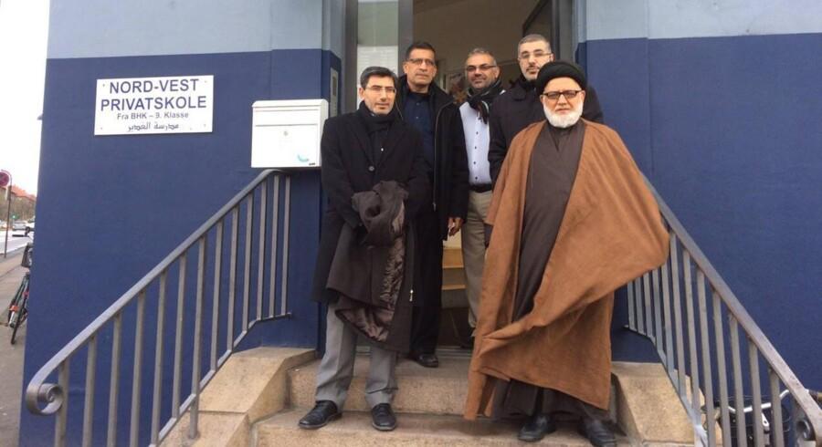 En svensk investor (nederst til venstre) ses her på Nord-Vest Privatskole sammen med Murtada al-Kashmiri (nederst til højre), der er den øverste repræsentant for den europæiske gren af ayatollah al-Sistanis organisation. Netop skolens forhold til investoren er central i en ny afgørelse, hvor Nord-Vest Privatskole mister dens statstilskud. Foto: Privat.