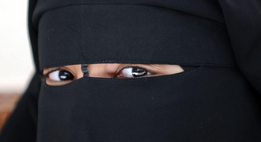 Seks piger med niqab blev nægtet klasseundervisning på VUC Lyngby – og straks gik medie-Danmark i selvsving. Foto: Fred Dufour/AFP