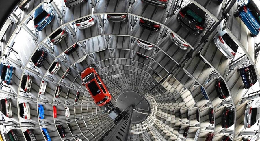 Volkswagen har hentet Hinrich Woebcken, fordi bilproducenten står over for en voksende kritik af sin håndtering af dieselskandalen i USA.