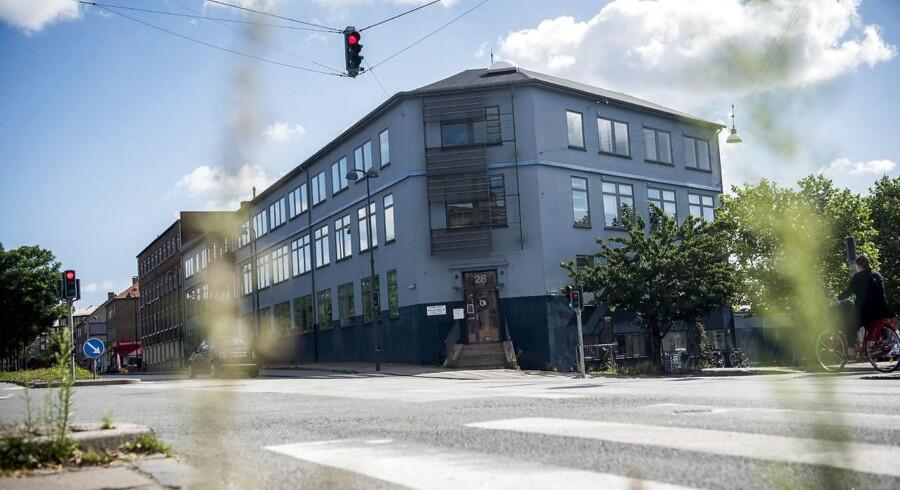 Sagen om Nord-Vest Privatskole i Københavns Nordvestkvarter har medført stor politisk debat. Senest har Socialdemokratiet meldt ud til BT, at alle muslimske friskoler bør lukkes, hvilket har udløst kritik af partiformand Mette Frederiksen.