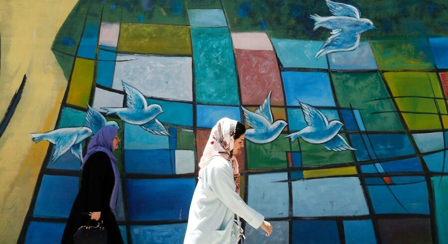 »Godnathistorier for børn der drikker« af Marjaneh Bakhtiari er hård læsning om et par tvillingesøstre, der har mistet deres bror i krigen mellem Iran og Irak.