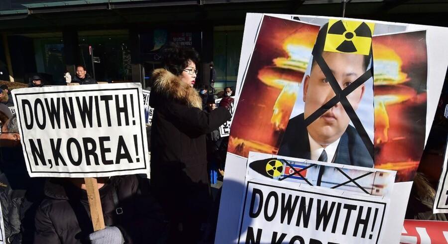 Arkivfoto. USA og allierede vil straffe Nordkorea. USA er sammen med sine nære allierede Japan og Sydkorea enige om, at Nordkorea skal straffes for at have prøvesprængt kernevåben. FN's Sikkerhedsråd bakker op. AFP PHOTO / JUNG YEON-JE