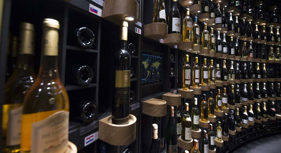 Har du smag for god vin, men er træt af altid at købe den samme vin i det lokale supermarked, så kør sydpå og hent din egen vin direkte hos vinbønderne i lande som Frankrig og Italien. Arkivfoto.